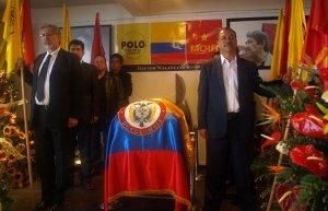 Tarsicio Mora Godoy y Gustavo Triana, presidente y vicepresidente de la CUT, encabezan la guardia de honor en representación de los compañeros del movimiento obrero, el 21 de septiembre.