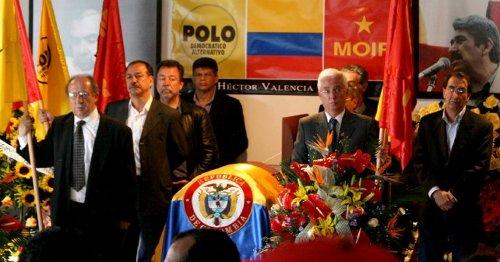 El Comité Ejecutivo Central hace la primera guardia de honor, en la sede nacional del MOIR.