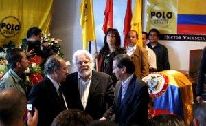 El doctor Carlos Gaviria Díaz se hace presente en las exequias.